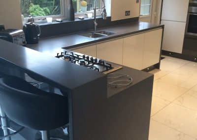 Corian Midnight worktops and breakfast area (3)